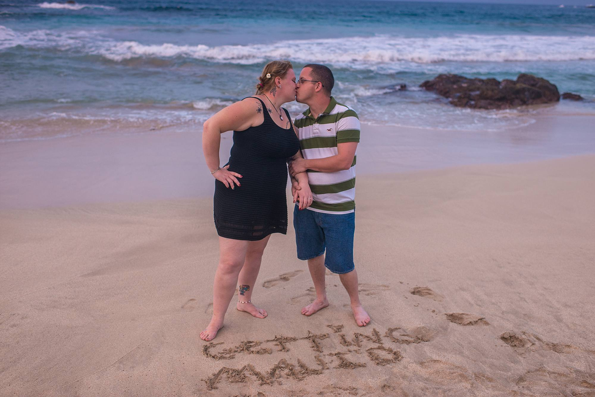 Getting Mauid dug into the sand, couple kissing behind it