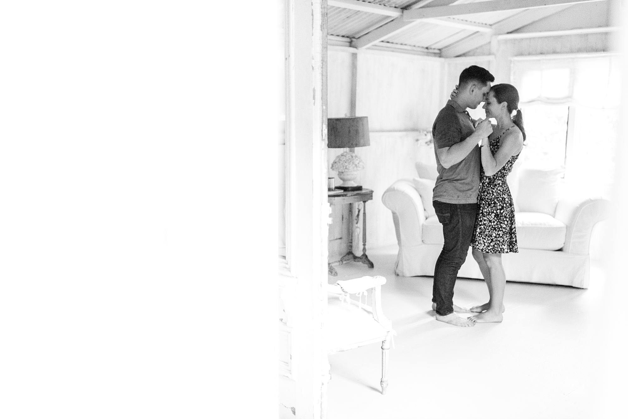 lovers dancing black and white