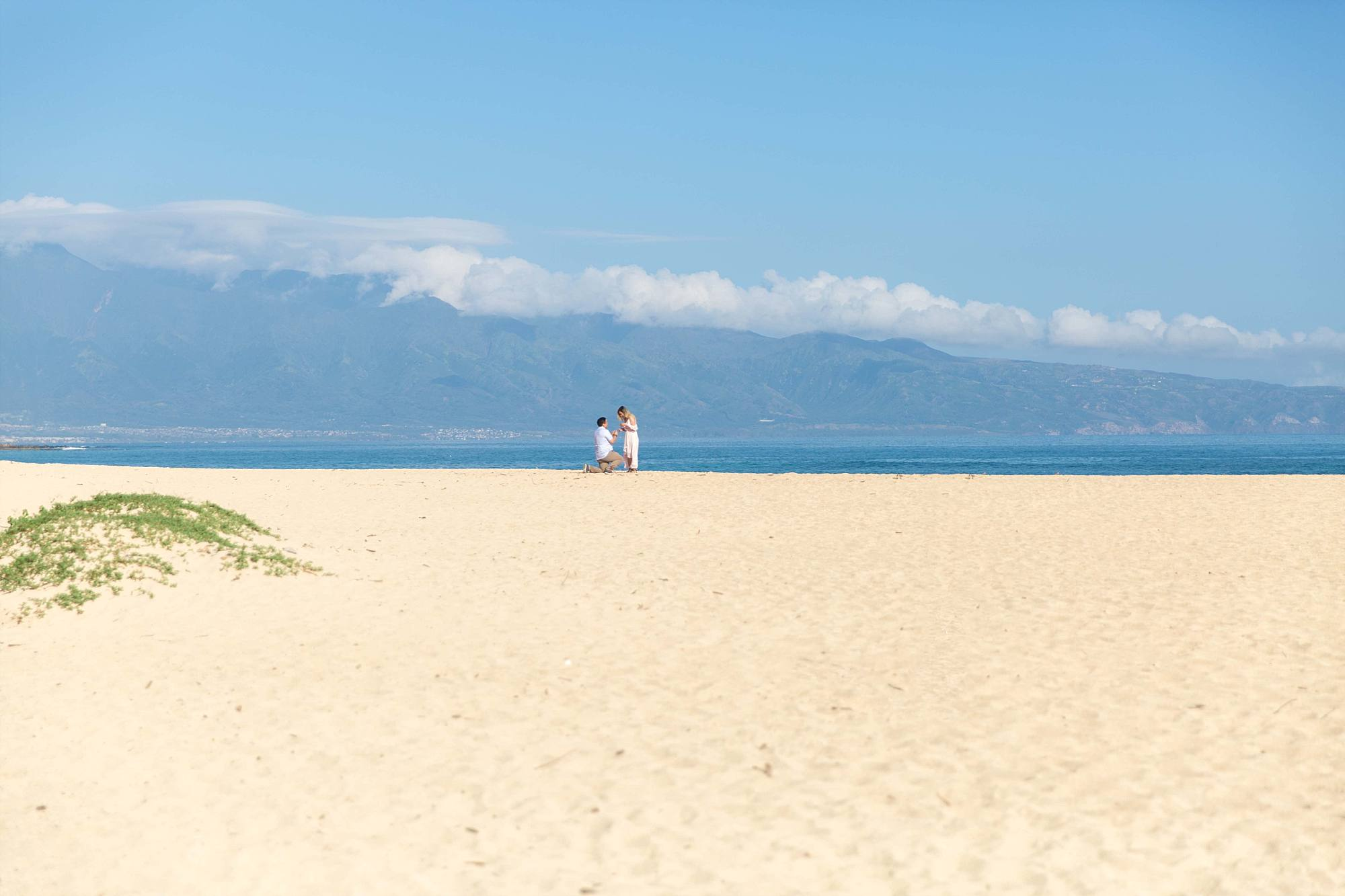 Man proposing to fiance on Maui's North shore