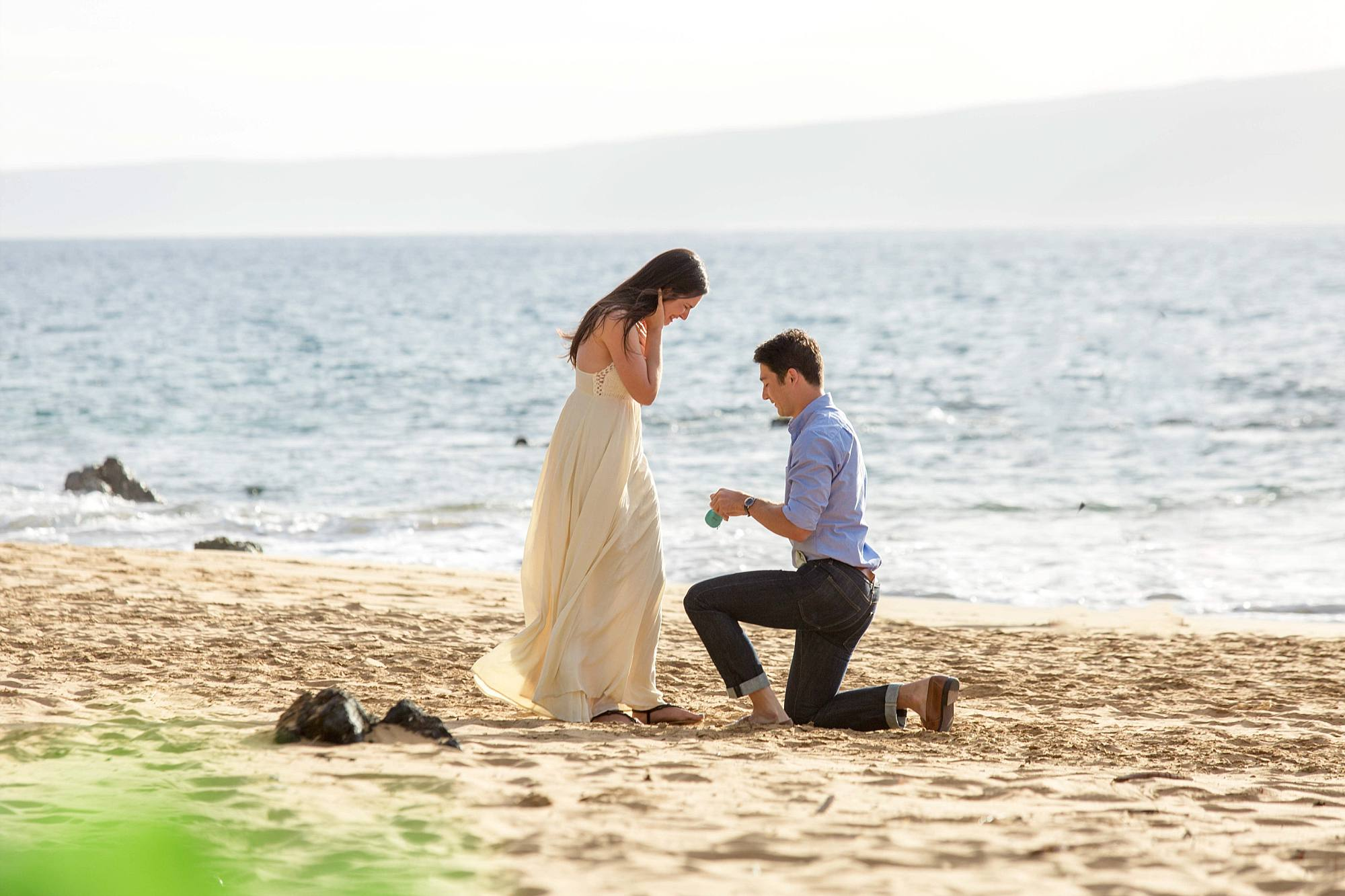 man proposing to his girlfriend on a gorgeous south Maui beach