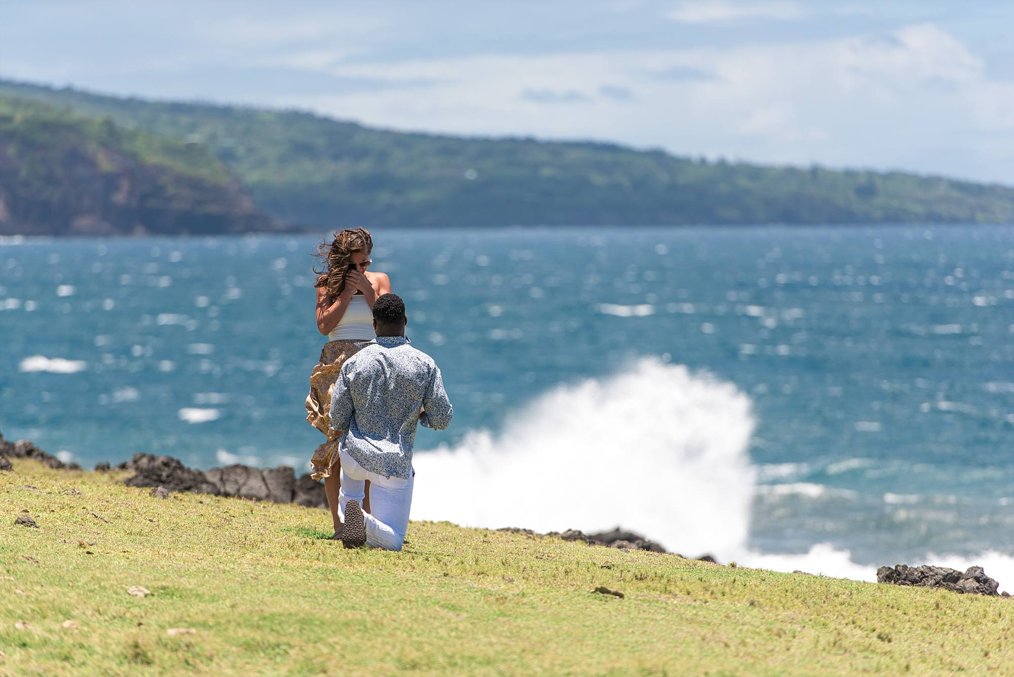 Brandin Cooks proposing to his girlfriend on Maui's coastline