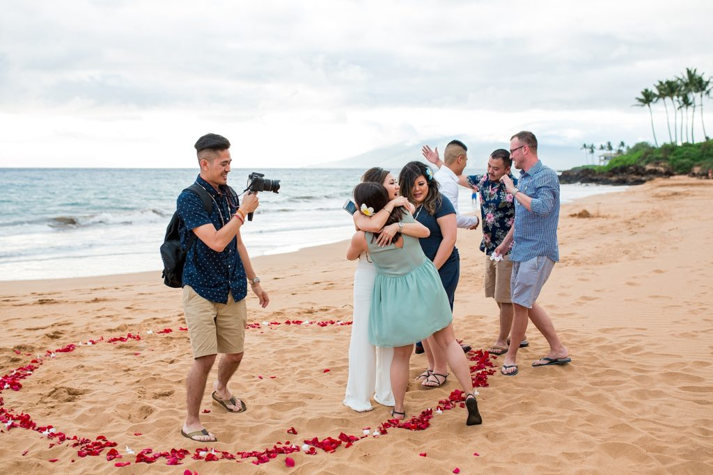 Family surprise after Maui proposal