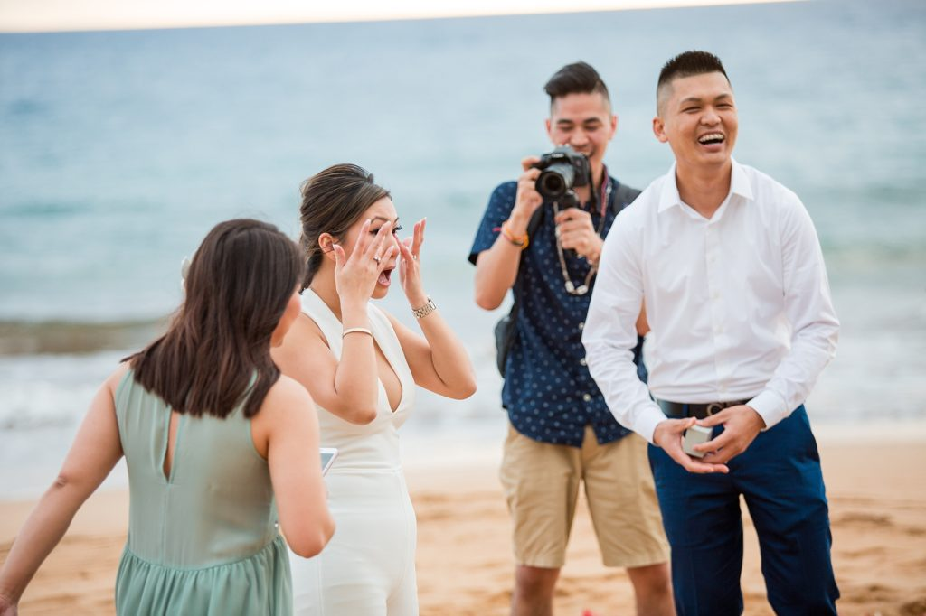 Family surprise after Maui proposal